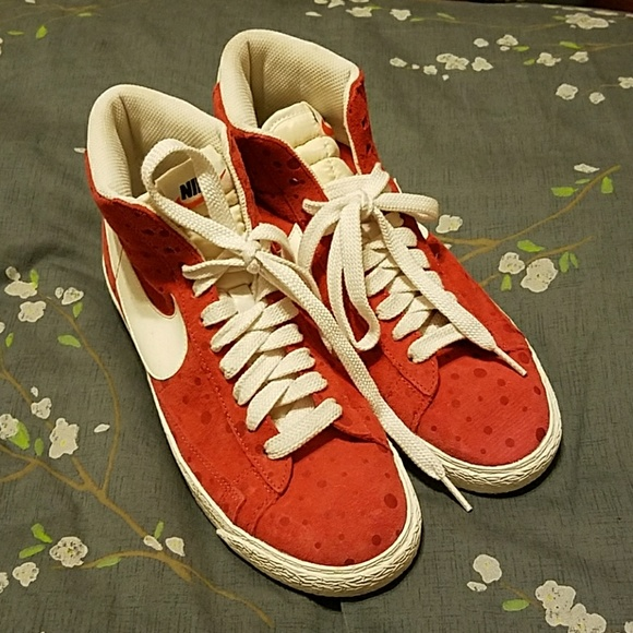 separation shoes b5d0a e23e1 Nike Blazer Mid Vintage Women s Sneakers size 8.5.  M 5b7389061b3294e8857d4aff